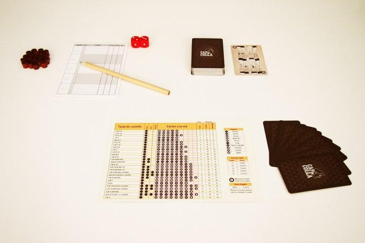Una partida consta de cinco rondas y de una especial. Cada una se divide en dos fases. L'assaig comienza con el reparto de nueve cartas.