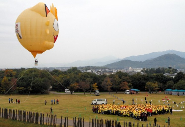 Pikachu mil personas