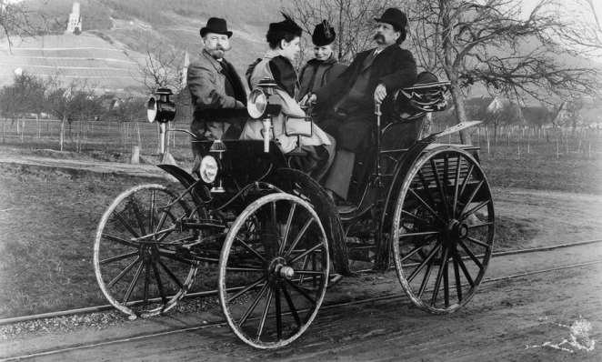 Carl and Bertha Benz, daughter Klara and Fritz Held, on an excursion in 1894 | Photo credit: Mercedes Benz