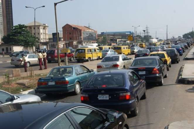 A typical experience of what it's like to drive in Nigeria | Photo credits: movebacktonigeria.com