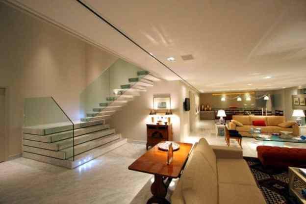 sala de estar com escada diferente