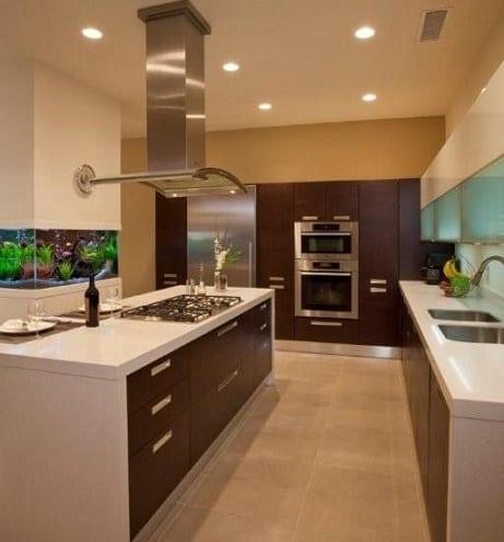 cozinha-com-aquario-no-fundo-do-armario