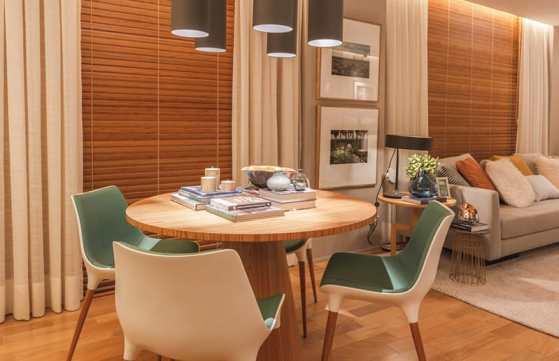 sala de jantar pequena e retro
