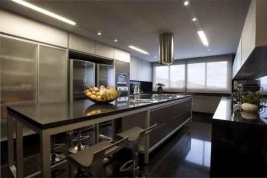 02 cozinha preto e branca piso preto