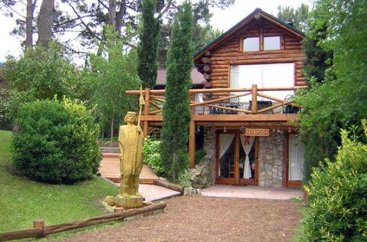 04 fachada rustica com tocos de madeira