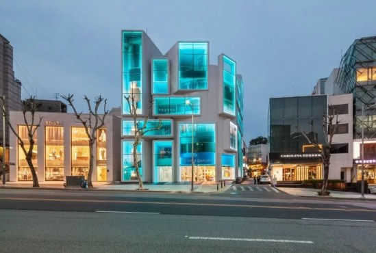 08 iluminacao de fachada moderna com led azul