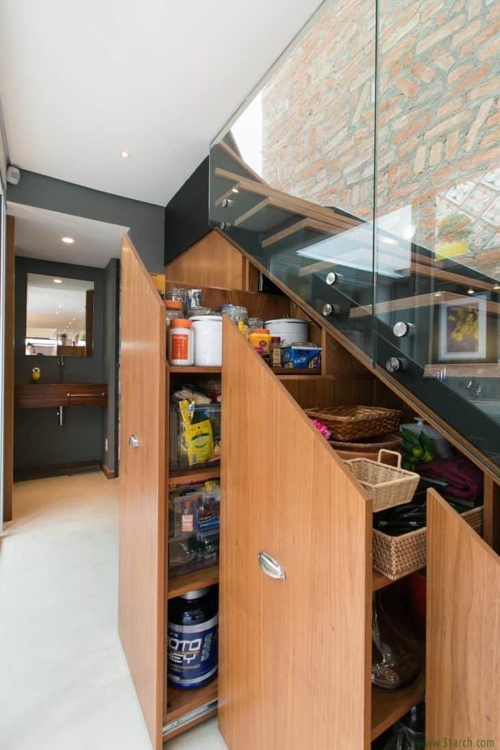 30 dicas e ideias para decorar embaixo da escada