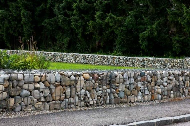 igual que el muro de piedra en seco como no se trata de un muro compacto drena el agua de lluvia bastante bien debido a las juntas abiertas entre piedras - Muro De Gaviones