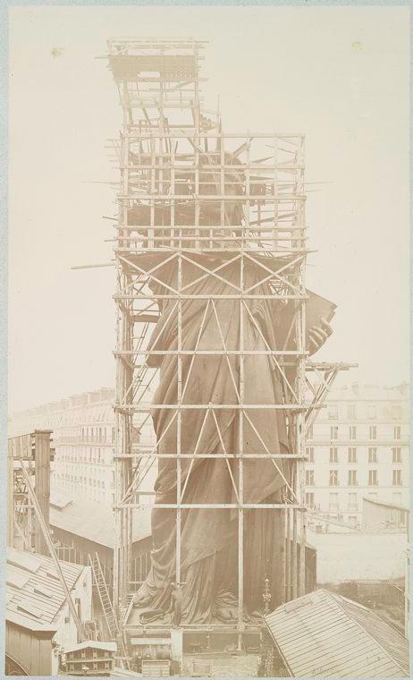 estatua da liberdade em construcao