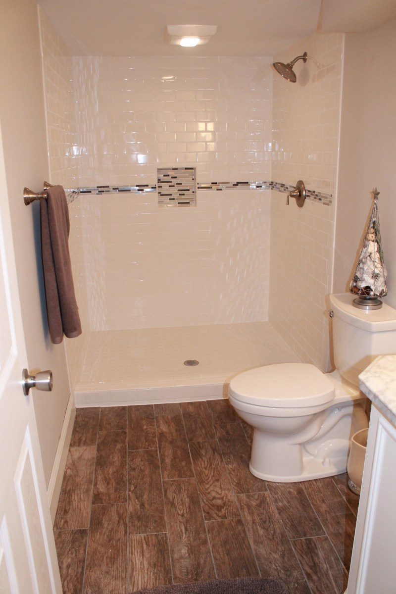 Subway Tile With Mosaic Accent Strip Construction2style