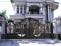 Luxury-Home-Fence-Design-Inspiration