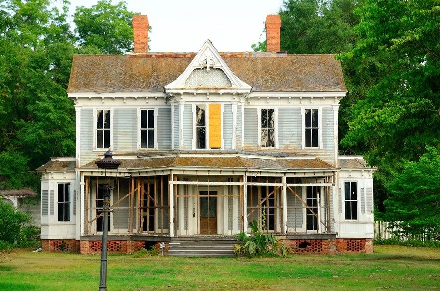 Fixer upper house in disrepair