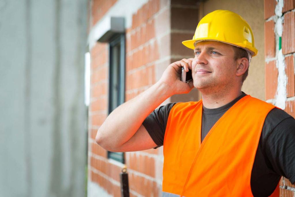 Photo of builder calling a contract lawyer | Construction Lawyer Melbourne