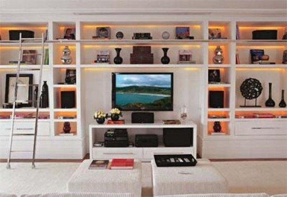 Resultado de imagem para estantes na sala de estar