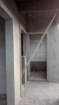 área dos fundo com a lavanderia com os azulejos