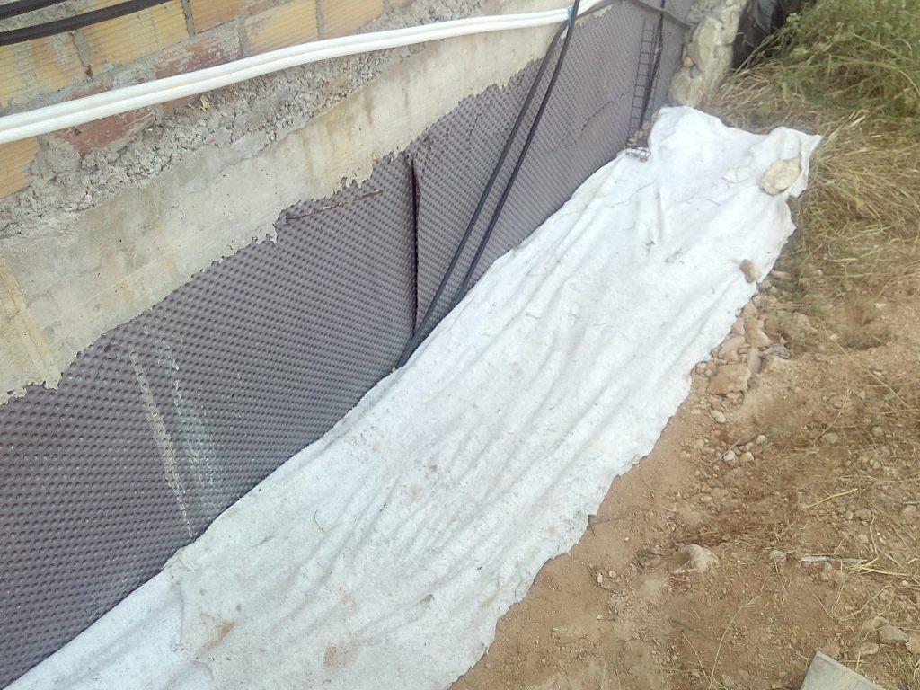Colocación de geotextil en la base