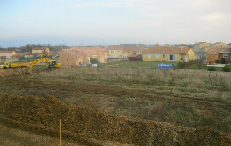 TERRAIN AVANT TRAVAUX - CONSTRUCTION DE 26 VILLAS BBC