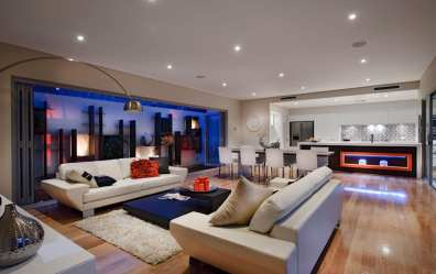 Moderna casa de dos plantas con diseño interior que