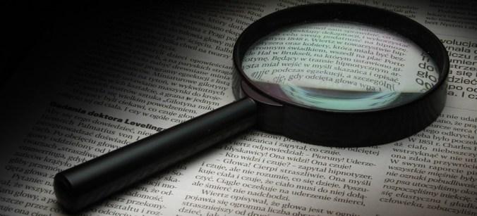 Förstoringsglas på text, symboliserar översyn av K-regler