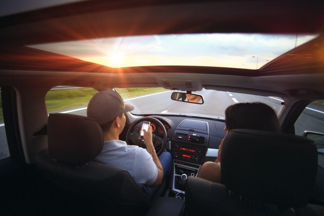 スマホの操作により危険運転・事故を起こした場合の罰則