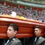 Miles despiden en el Estadio Nacional de Lima al periodista Daniel Peredo