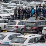 Dos mil taxistas bloquean Praga para protestar contra Uber