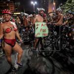 """""""Más amor y menos motor"""", ciclistas se desnudan en Brasil contra la temeridad"""