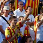Miles de personas contrarias a secesión piden fin de bloqueo político catalán