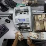 Bajan los precios de las divisas en el sistema de subastas en Venezuela