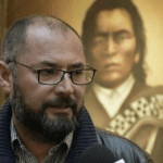 Chileno despedido por repartir Libro del Mar boliviano pide asilo en La Paz