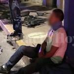 Lesionados conductora y taxista en choque en Felipe y Zaragoza; al parecer él andaba libando