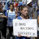 Docentes de provincia Buenos Aires realizan tercera huelga por bajos sueldos