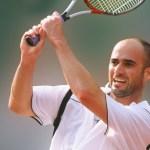 Andre Agassi apoya a la selección inglesa de fútbol desde Wimbledon