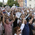 Continúan protestas frente Parlamento polaco en contra de la reforma judicial