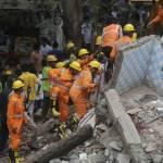 Al menos tres muertos por el derrumbe de dos edificios en la India
