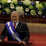 Presidente salvadoreño afina detalles para asistir a canonización de Romero