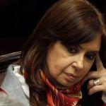 Realizan operativo policial en edificio de apartamento de Cristina Fernández