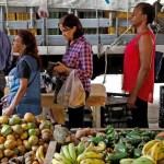 Gobierno venezolano firma acuerdo con empresarios sobre precios de alimentos