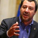 "Salvini autoriza que 29 menores del barco ""Diciotti"" que bajen tras presiones"