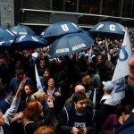 Gobierno argentino reduce de 19 a 10 sus ministerios para enfrentar la crisis