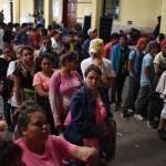 Llega a la frontera con México el primer grupo de caravana migrante hondureña