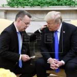 Trump estudiará levantar las sanciones a Turquía tras liberación de misionero
