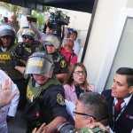 El expresidente peruano Alan García se dispara al ser detenido, según medios