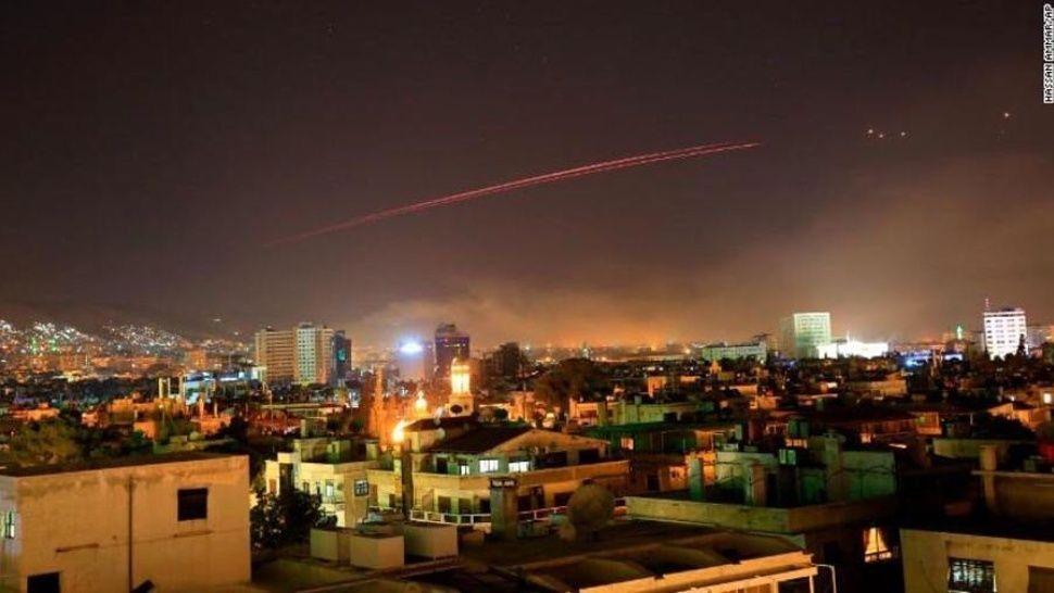 EE.UU, Francia y Reino Unido bombardearon Siria