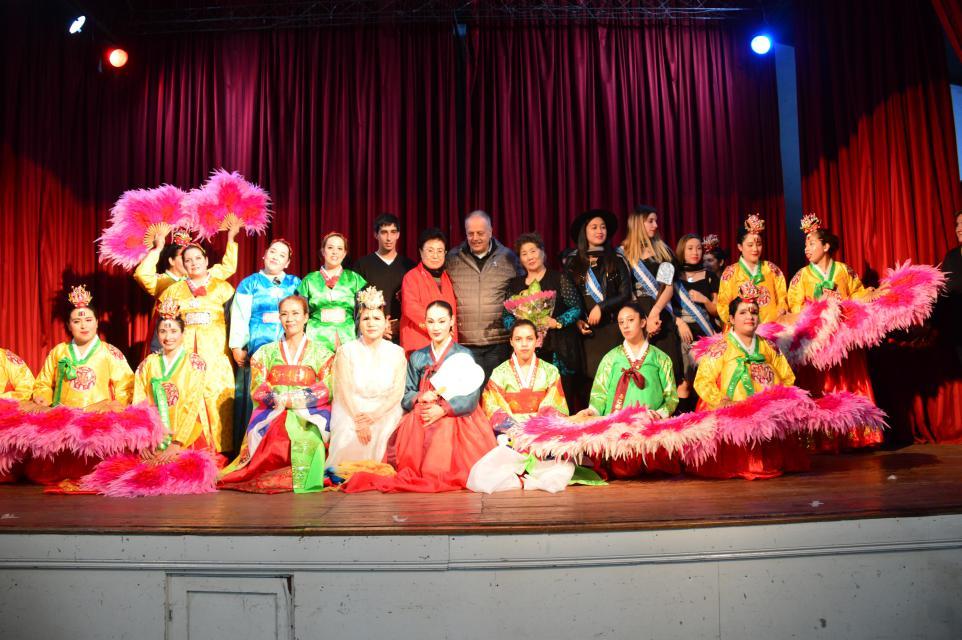 Hermosa noche de integración cultural de la mano del Instituto Folklórico de Corea del Sur en Casa de la Cultura de General Lavalle Provincia de Buenos Aires Argentina