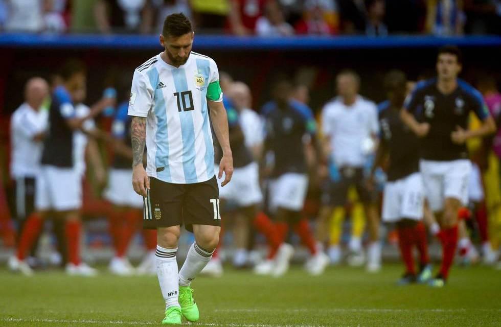 Así fue la llegada en soledad de Messi – El dia despues de quedar afuera.