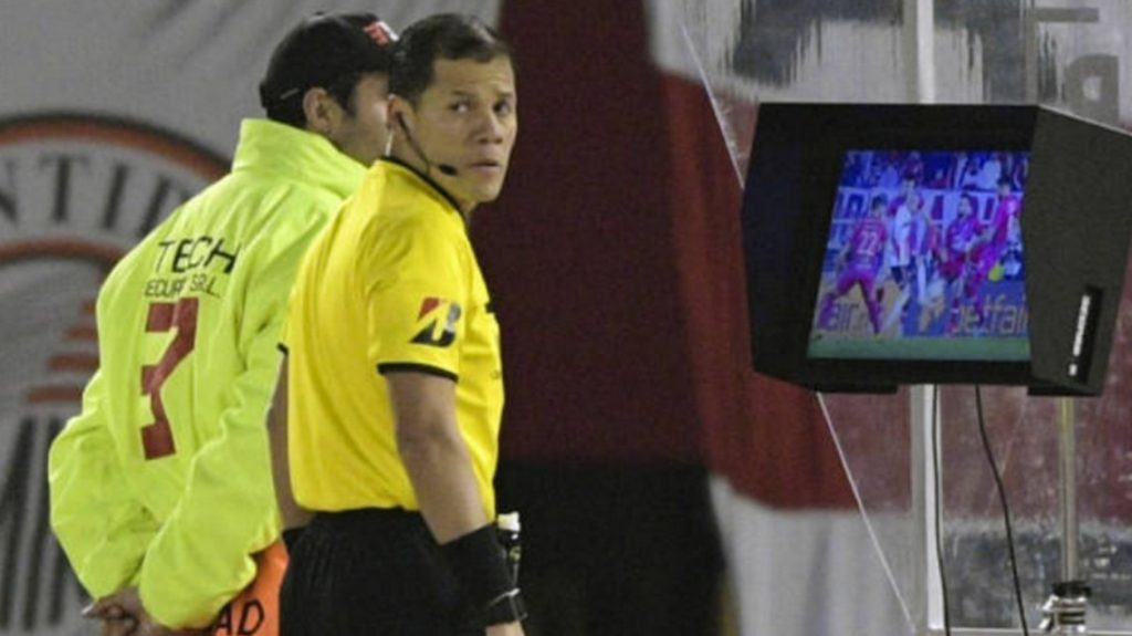 La tecnología llega a la Superliga: desde 2021 habrá VAR en todos los partidos