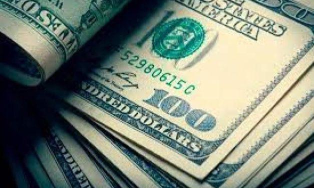 Dólar hoy: el blue sigue por las nubes, se cotiza a 162 pesos y se agranda la brecha con el oficial