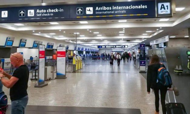 El Gobierno desalienta los viajes al exterior y pide que sean sólo para esenciales