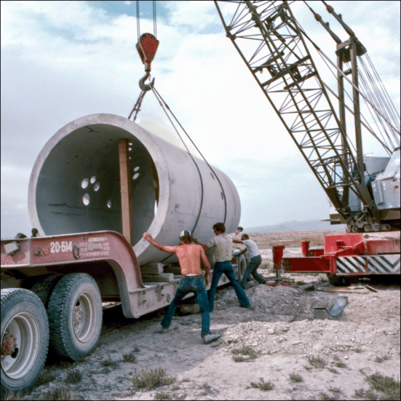 11_Nancy_Holt_Construction_of_Sun_Tunnels_1973_76
